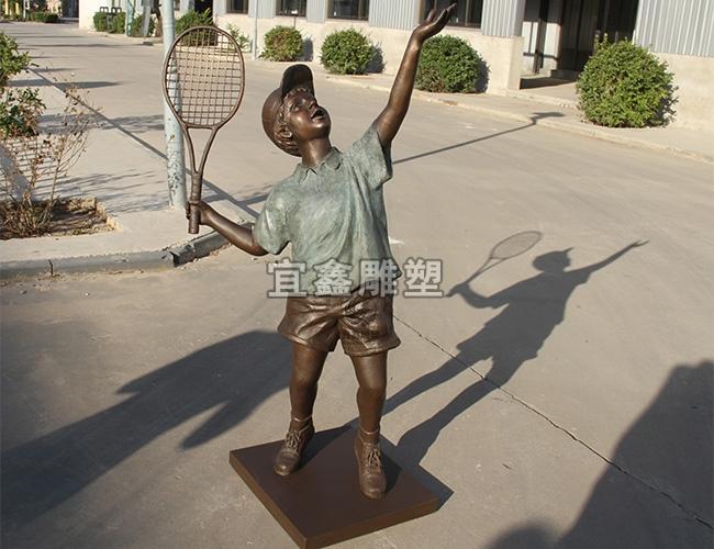 网球少年雕塑
