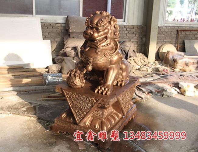 铸铜铜雕狮子能起到驱邪纳福的效果